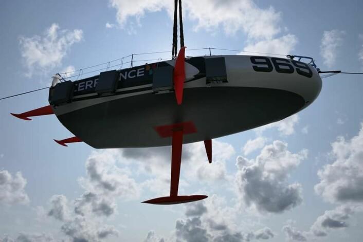 BADEKAR: Den nye båten er bare 6.5 meter lang. Kjølen er teleskopisk slik at den stikker maksimalt, selv når den er vippet mot lo.