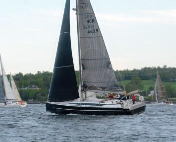 BAVARIA: Det seiler både en C45 og en C50 i TurGlede-klassen, mens denne, «Negroni», seiler i NorRating. Bildet fra starten av Skagen Race.