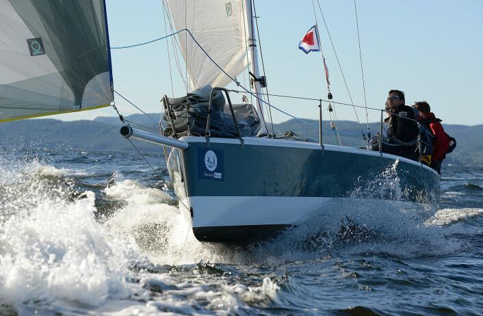 PLANER: «Sailfish» har sin styrke på unavind når skroget løftes oppav vannpresset. Det blir neppe slike forhold i år.