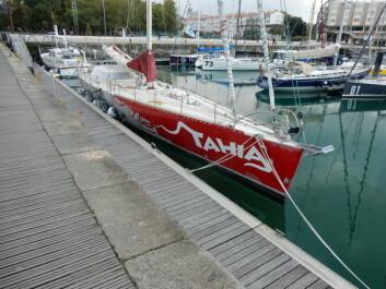 MOTVIND: Jean Luc van den Heede satte rekord med denne båten med jordomseiling mot vest.