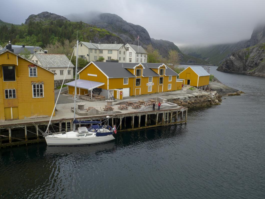 LOFOTEN: «Simetra» til kai i Nusfjord