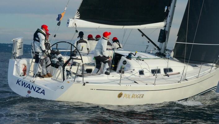 RASK: X41 «Kwanza» fra Sverige var ført ut Drøbaksund av NorRating-båtene.