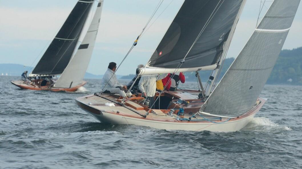 8MR: «Wanda» og «If» følger hverandre ut fjorden.