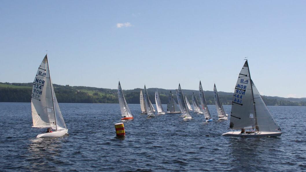 NORGESCUP: 18 båter i 2.4 mR-klassen deltok i norgescupen på Mjøsa.