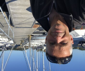HANKØ: Simen Løvgren på brygga etter at «Black Pearl» fikk problemer med fallet.
