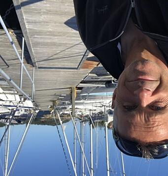 HANKØ: Simen Løvgren ønsker soloseilere velkommen til Hankø.