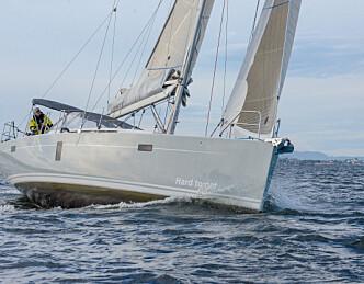 Én av ti båter i mål