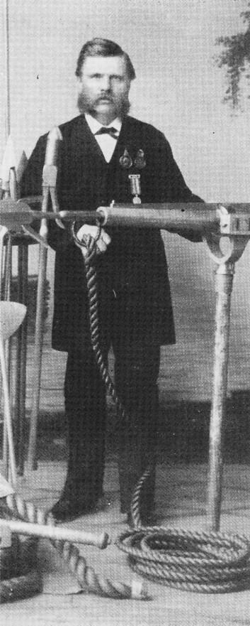 GAMLESME?N: Verkseier Henriksen hadde nok sett seg ut Fjærholmen lenge før generalforsamlingen i Tønsberg Seilforening vedtok å kjøpe eiendommen i 1907.