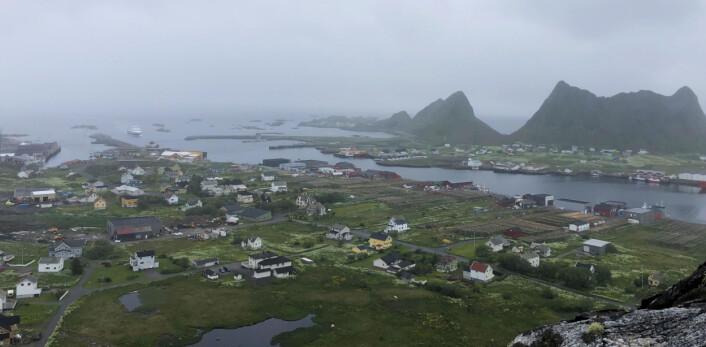 REGN: Værøy sett fra en liten fjelltopp