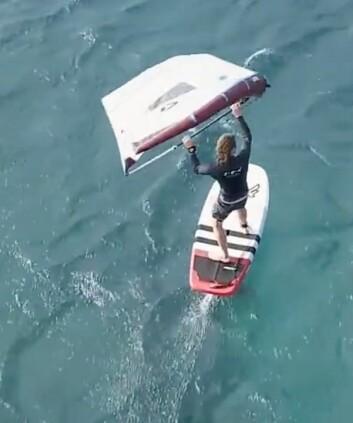 FLYR: Det er mulig å krysse med vingen med et brett med foil.