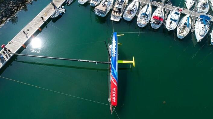 STABILITET: Alle IMOCA-båter blir testet om de har riktig rettende moment.