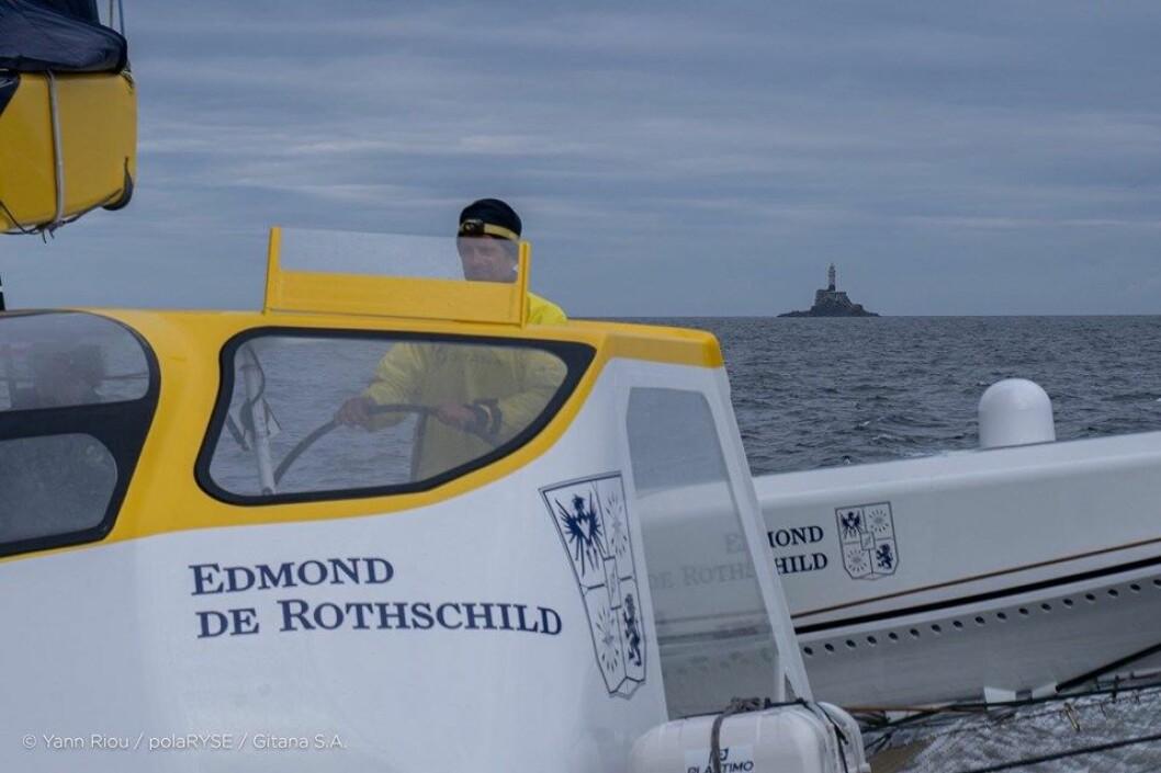FØRST: «Maxi Edmond De Rothschild» med ny rekord til Fastnet Rock.
