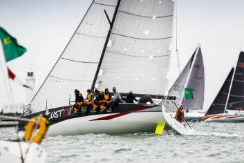 MANNSKAP: Mens de mindre JPK-båtene er utviklet for shorthandedseiling, er 11.80 tilpasset fullt mannskap. Båten er sterk både i lett og hard vind.