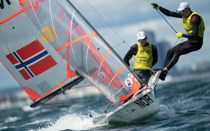 STØRSTE FAVORITTER: Ingen er klarere NM-favoritter enn Mathias Berthet og Alexander Franks-Penty, men først må klassen møsntre fire båter til for at NM-medaljene skal bli utdelt.