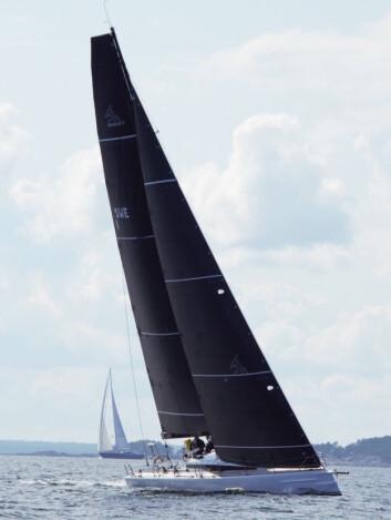 FATHEAD: Riggen blir svært lik ClubSwan 50, men båten har en negativ baug med sprutlister.