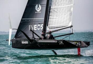 FØRST: Ineos var første prototype på vannet, men er bare 28 fot.