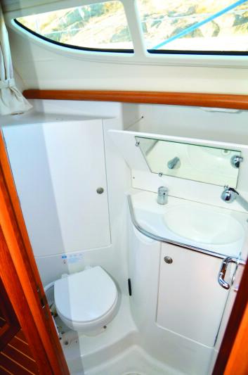 BAD: Med tre lugarer er badet forholdsvis lite, men det fungerer.