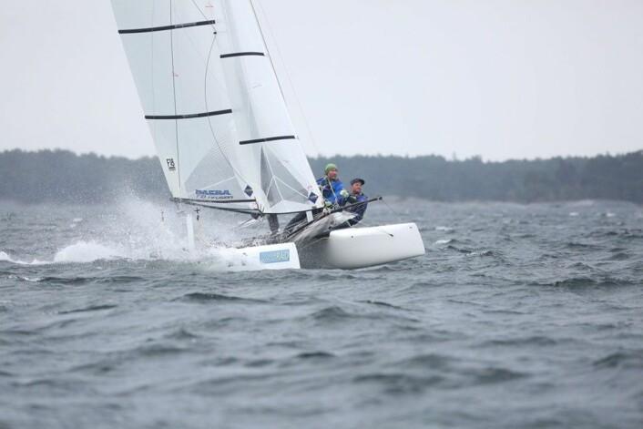 STERKE: Tim Sandberg og Jørgen Beyer Strømquist (NOR27) var best når det var mest vind.