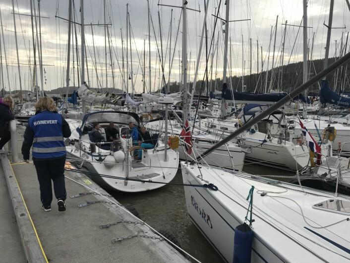 SON. Det fyller seg opp med båter i Son som holder unna vinden og bølgene fint.