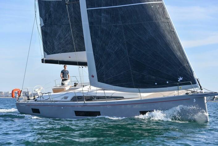 FAMILIETURSEILERE: Frekk fransk: Oceanis 46.1 arver oppskriften fra 51.1. Båten har mer seil i forhold til størrelsen enn 50-foteren, en mer egnet størrelse markedet. 46-foteren er tegnet av Finot-Conq.