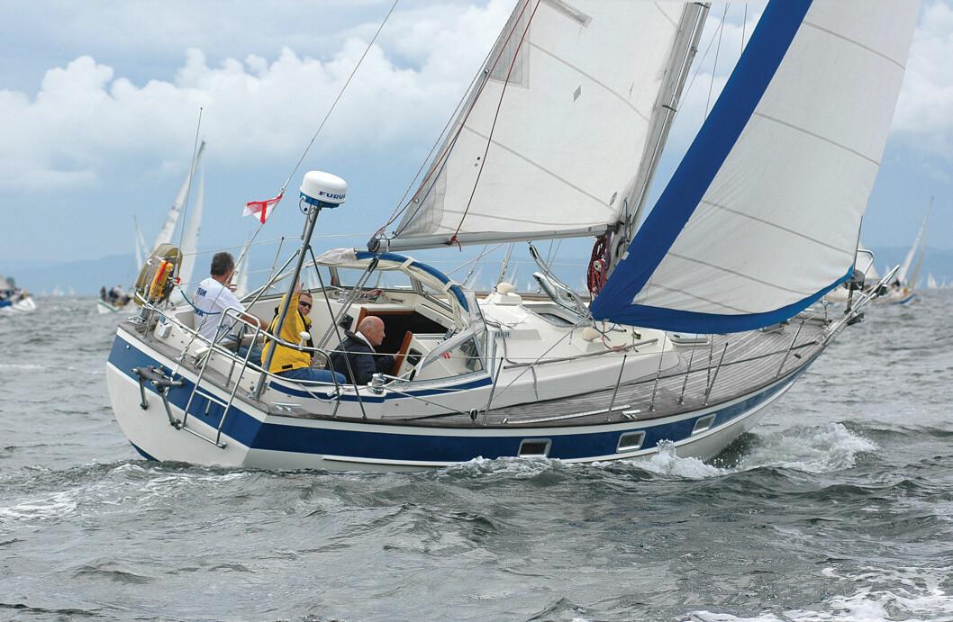 POPULÆR: Hallberg-Rassy 312 solgte svært godt i Norge på 80-tallet. I dag er båten etterspurt blant unge som vil seile langt.