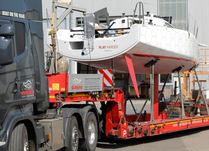 SHORTHANDED: Dehler 30 OD på vei til Frankrike for lansering.