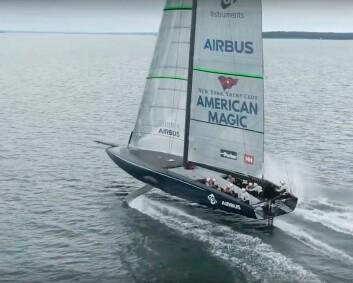 JIBB: Den amerikanske båten behersker alt flyvende manøvre.