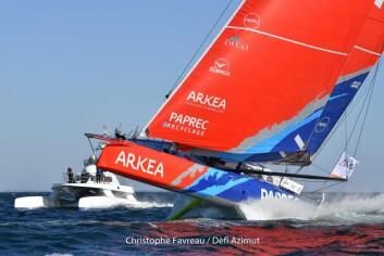 NY: Arkea-Paprec startet, men brøt Fastnet Race. Nå kan den levere.
