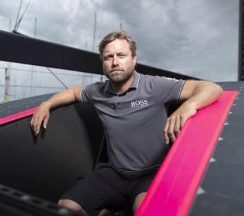 BESØK: Alex Thomson viser frem sin mye «Hugo Boss»