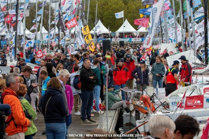 FOLKSOMT: Seiling er en diger idrett i Frankrike, og Mini Transat tiltrekker seg mye oppmerksomhet.