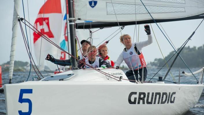 TO NM-GULL: Anette Melsom Myhre vant NM-gull både i Killing og i damenes Snipe-mesterskap, men stiller i MM for Killing-klassen. Hun vant også 1. divisjon i seilsportsligaen med laget til Oslofjorden Seilklubb.