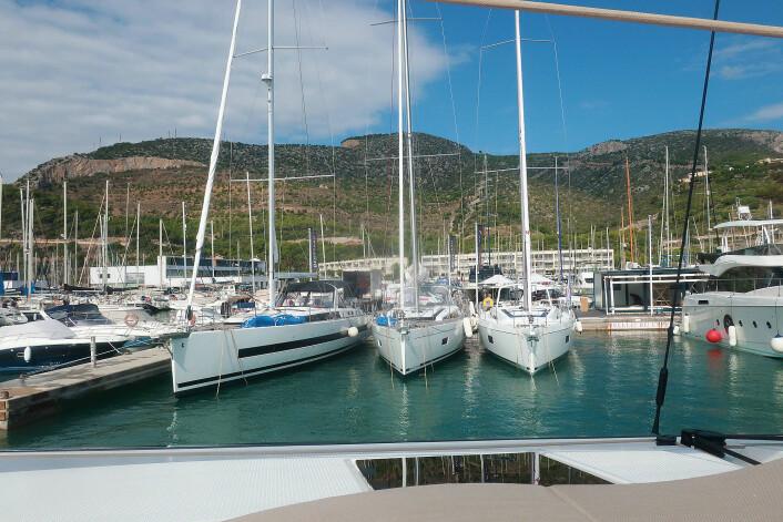SESONGSLUTT: Port Ginesta forlenger sesongen med juryens testuke. Her holder også Beneteau hus for vinteren hvor forhandlere og kunder kan prøveseile.
