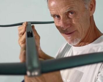 FLY: Svein Rasmussen mener at brett med foil vil øke interessen for windsurfing i OL.
