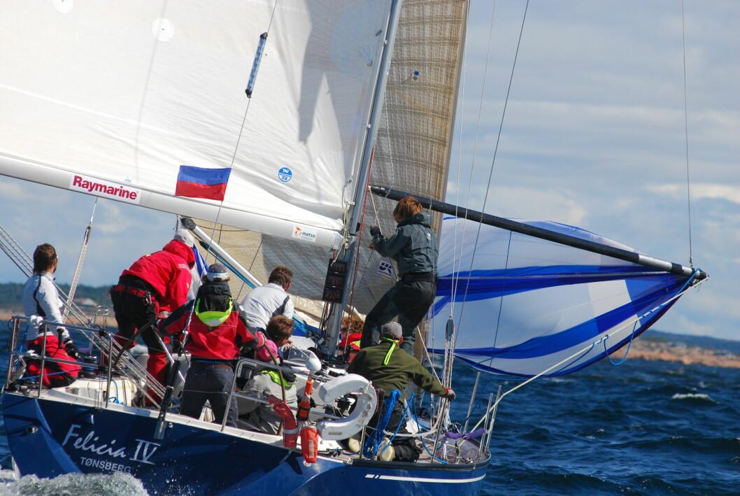 Norsk båt til topps i dagens første seilas