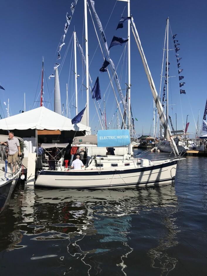 OPPSIKT: Elektrisk Seaward 26 lader med propellen og vekket oppsikt på Annapolis Boatshow.