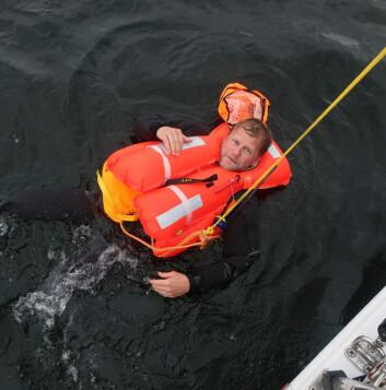 SVIMESLÅTT: Hertzberg var sporty og ble reddet på nytt under test av MOB-utstyr i september.