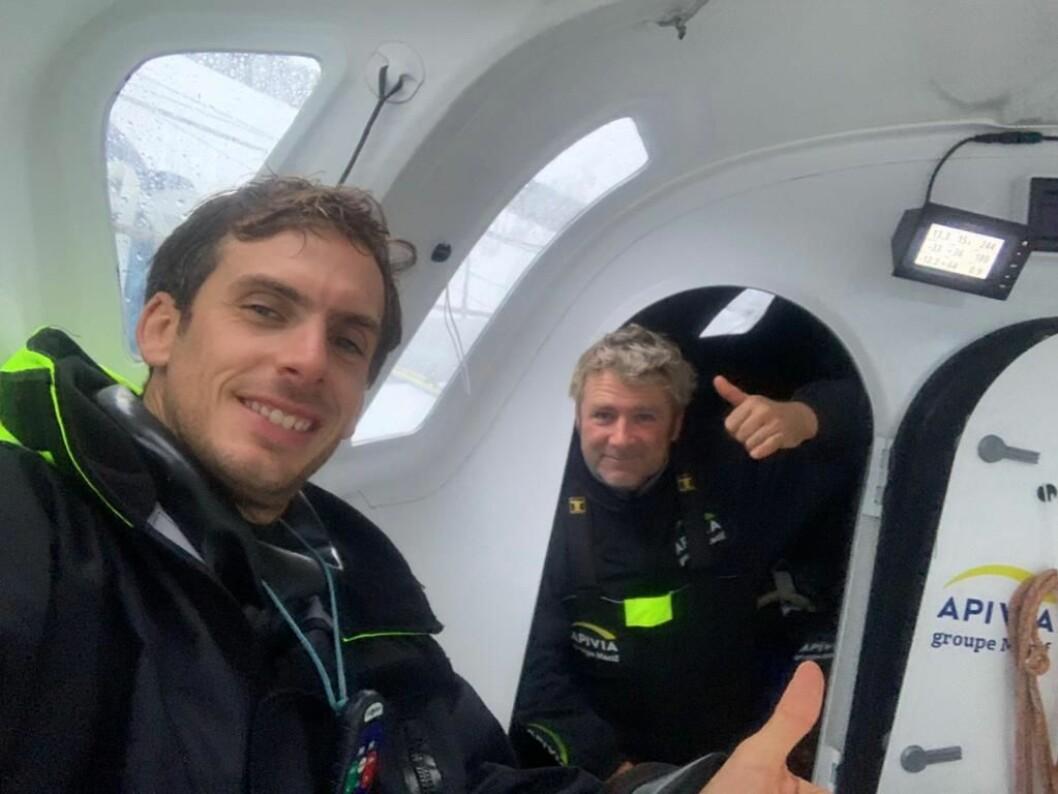 FORBI: Sébastien Simon i «Apivia« er nå i tet. Han har med seg veteranen Yann Eliès.