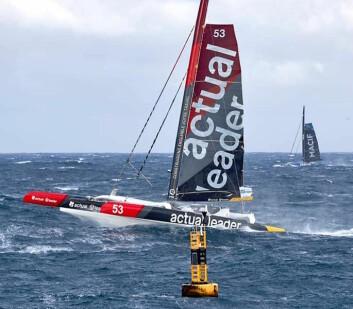 REV: Båtene startet med bare klossrevet storseil.