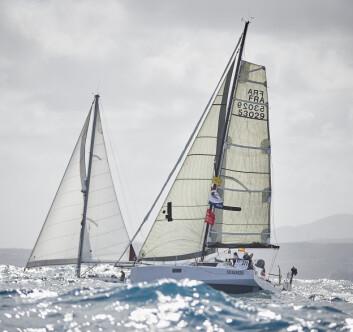 LITEN: Pogo 36 er en av feltets minste båter, men denne lette båten planer, og ligger fremst av enskrogsbåtene.