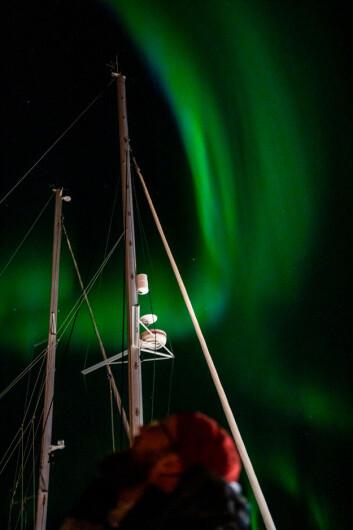 NORDLYS: Strømbrudd i Sørvågen lot nordlyset bruke hele himmelen.