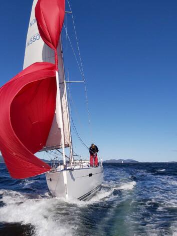 KUNST: «Yabadoo» var en av flere båter med kunstinstallasjon i baugen.