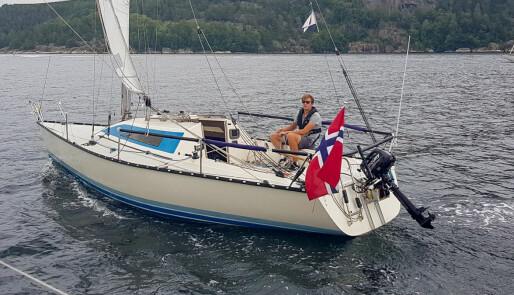 Ung Bundefjords-seiler i Silverrudder
