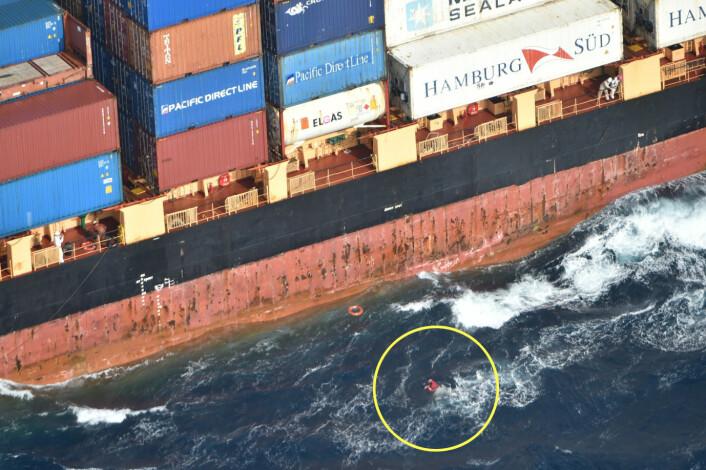 REDDET: Solfeld ble plukket opp av vannet etter tredje forsøk.