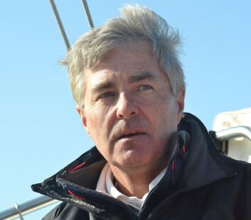 KURS: Ambassadør Kenneth J. Braithwaite fant seg godt til rette i redaktørens båt.