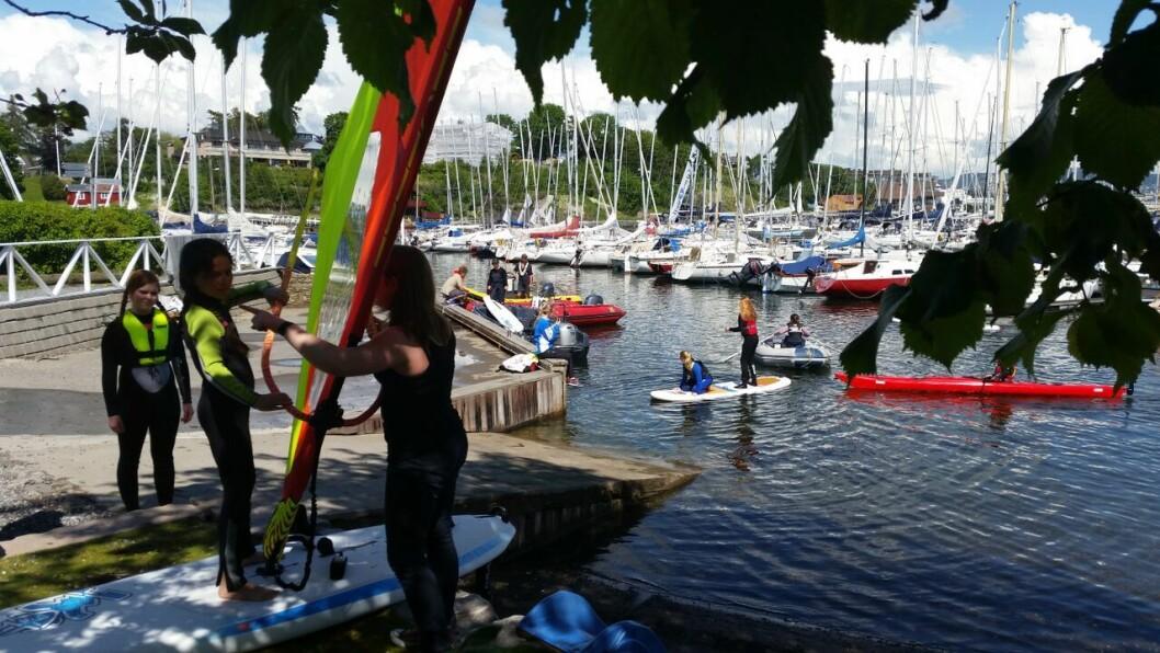 SJØGLEDE: Oslo Seilforening har tilbud for barn som vi opplevet sjøens gleder. Uten støtte, kan det bli dyrere for familiene som vil gi barna opplæring og opplevelser.
