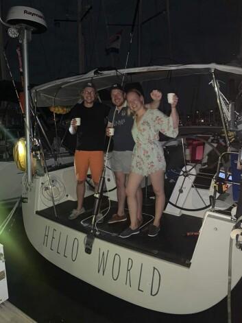 FREMME: Marte Løge og Håkon Amdal til kai på St. Lucia etter 17 døgn på havet.