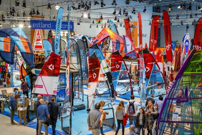 SURF: Brettsport er digert i Tyskland. Det er egen hall med SUP, kite og windsurf.