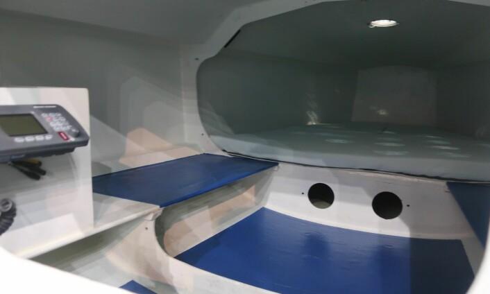 INNREDNING: Båten har overnattingsplass. Finnishen på prototypen var enkel.