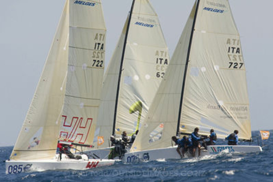 VOLVO MELGES 24 WORLD CHAMPIONSHIP 2008.Hosted by Yacht Club Costa Smeralda Day four of the worlds. Race 6 got underway  The wind on the courses is 265 to 270 degrees at 16 to 23 knots under a bright blue sky. The Mistral has set in for the ...
