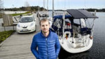 EKSPERT: Trond Arvid Røsvik har montert to store paneler på sin båt, og har et strømanlegg kraftig nok til å lade sin elbil fra båten.